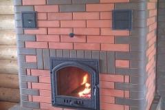 Отопительная печь для больших помещений с каминной дверкой