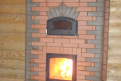Теплоемкий камин с хлебной камерой для больших помещений