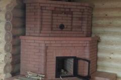 Угловая печь-камин с теплоемкими тумбами