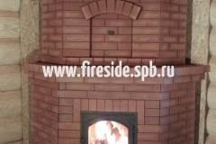 Угловой теплоемкий камин для больших помещений